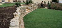 17_rollrasenverlegung_bepflanzung_natursteinmauer