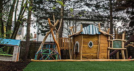 Der Garten als Treffpunkt der Familie: Spieleparadies für die Kinder und Entspannungsbereich für die Eltern.